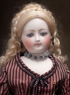 If I had a gabillion dollars, this doll would have been mine. *wish*