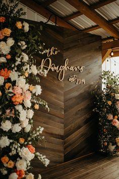 Wedding Backdrop Design, Rustic Wedding Backdrops, Rustic Wedding Photos, Wedding Backdrop Photobooth, Wedding Ideas, Ceremony Backdrop, Outdoor Ceremony, Wedding Details, Decoration Evenementielle