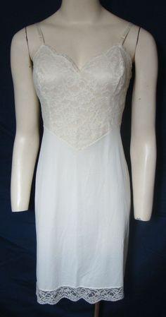 c5cc48753e5 Vintage Vanity Fair Slip Lace Overlay Nylon 1950s Ivory Sweetheart Neckline  34