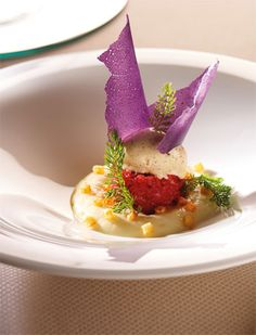 Beef tartare with potato espuma and mustard ice cream - Meat Appetizers, Appetizer Recipes, Weird Food, Molecular Gastronomy, Food Presentation, Food Pictures, Finger Foods, Gourmet Recipes, Food Inspiration