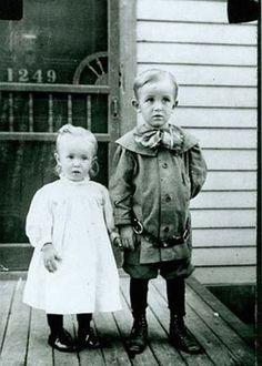 Walt Disney y su hermana