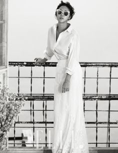 Hwang Jung Eum for Elle Korea March Photographed by Kim Bo Ha Parisienne Chic, Hwang Jung Eum, Magazine Pictures, Wedding Shoes Heels, Vogue Korea, Pre Wedding Photoshoot, Female Poses, White Collar, Red Carpet Dresses