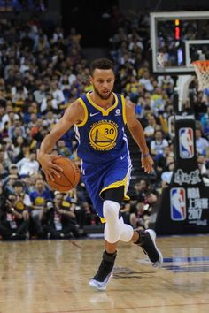 Stephen Curry of the Golden State Warriors drives the ball during the game against the Minnesota Timberwolves as part of 2017 NBA Global Games China. Basketball Skills, Basketball Art, Stefan Curry, Stephen Curry Wallpaper, Wardell Stephen Curry, Stephen Curry Basketball, Curry Nba, Stephen Curry Pictures, Curry Warriors