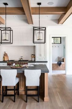 Design Trend 2019: Black Kitchen CountertopsBECKI OWENS
