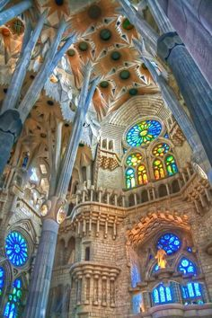 A few places in the entire world are as breathtaking as the majestuous Sagrada Familia in Barcelona, Spain. When in holiday in Barcelona, one of the top places to see on your list should be Gaudi's masterpiece Beautiful Architecture, Beautiful Buildings, Art And Architecture, Beautiful Places, Modern Buildings, Cultural Architecture, Stunningly Beautiful, Absolutely Stunning, Antonio Gaudi