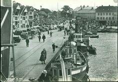 Rogaland fylke Stavanger havna med båter, biler og folk Utg Mittet 1956,