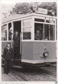 Biskupon.1946 Dwunastka na pętli, z obsługą. Motorniczy mieszkał niedaleko