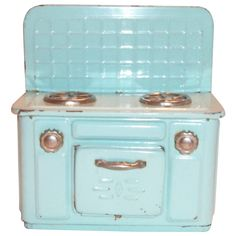 Vintage Child's Toy Tin Aqua Colored Stove- would love this on display in my kitchen! Vintage Tins, Vintage Metal, Vintage Dolls, Vintage Stuff, Metal Toys, Tin Toys, Children's Toys, Doll Furniture, Vintage Furniture