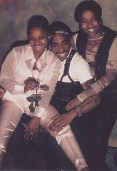 Tupac.....and some friends chillin.
