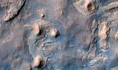 Se observar com bastante atenção, você verá o robô Curiosity que explora o solo de marte nesta foto Foto: Divulgação/NASA /JPL-Caltech/University of Arizona
