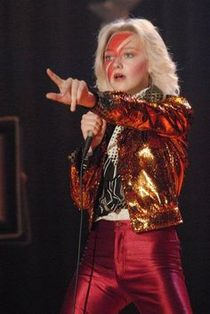 Dakota Fanning in The runaways sings David Bowies 'Lady Grinning Soul' wearing a brilliant bowie inspired ensemble