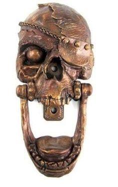 The Pirate Skull Door Knocker -- now gimme all your booty! Man, I could do that ALL DAY. This Pirate Skull Door Door Knobs And Knockers, Knobs And Handles, Door Handles, Cool Doors, Unique Doors, Vintage Jeep, Pirate Skull, Door Accessories, Door Furniture