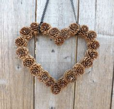 New Nature Wedding Ideas Pine Cones 21 Ideas Pine Cone Art, Pine Cone Crafts, Pine Cones, Pine Cone Wreath, Fall Crafts, Christmas Crafts, Primitive Christmas, Pine Cone Wedding, Indoor Wreath
