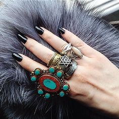 ZepJewelry leading luxury magazine featuring the top latest jewelry trends. Trendy necklaces, rings, pendants and earrings. Discover the latest trends here. Hipster Jewelry, I Love Jewelry, Bohemian Jewelry, Fashion Jewelry, Bohemian Rings, Jewelry Ideas, Jewelry Box, Hippie Chic, Hippie Style