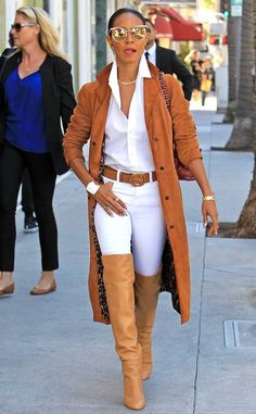 Jada Pinkett Smith from The Big Picture: Today's Hot Photos Power walk! Jada Pinkett Smith from The Big Picture: Today's Hot Photos Power walk! The actress struts her stuff while shoe shopping in Beverly Hills. Fashion Mode, Look Fashion, Fashion Trends, Milan Fashion, Trendy Fashion, Fashion Inspiration, Affordable Fashion, Fashion Tips, Fashion Fashion