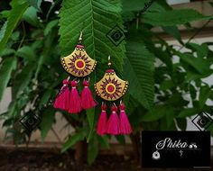 These Trendy And Stunning Terracotta Jhumkas Are For The Quirky Bride-To-Be. For more such wedding jewellery inspirations, stay tuned with shaadiwish. Indian Jewelry Earrings, Unique Earrings, Wedding Jewelry, Unique Jewelry, Terracotta Earrings, Terracotta Jewellery, Wedding Jewellery Inspiration, Jhumka Designs, Brides And Bridesmaids
