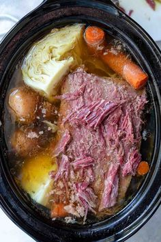 ★ WonkyWonderful Recipes ★ This Crockpot Corned Beef and Cabbage Recipe is great because it is easy and low effort. Just toss the ingredients in your slow cooker, set it and forget it. Saint Patrick's Day dinner will be ready and waiting for you. Crockpot Cabbage Recipes, Corned Beef Recipes, Crockpot Dishes, Crock Pot Cooking, Beef Dishes, Crock Pot Corned Beef And Cabbage Recipe, Corn Dishes, Mama Cooking, Crockpot Meals