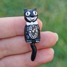 Miniature retro Kit Cat clock by jellybeanminis on Etsy.   http://www.etsy.com/listing/161928540/dollhouse-miniature-retro-kit-cat-black