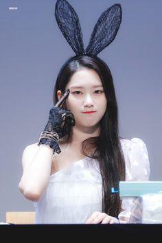 Kpop Girl Groups, Korean Girl Groups, Kpop Girls, Jiho Oh My Girl, Girls Channel, Girls Twitter, Make Up Art, Flower Tea, South Korean Girls