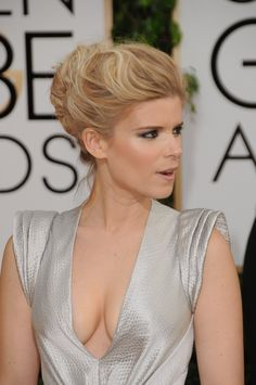 Kate Mara fabulous cleavage in a plunging dress Rooney Mara, Rooney And Kate Mara, Jamie Bell, Kate Mara Hot, Mara Sisters, Beauté Blonde, Woman Crush, Sexy Body, Beautiful Actresses
