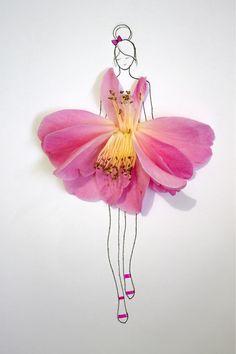 Flower Dress Flower Crafts, Flower Art, Dame Nature, Flower Petals, Flowers, Arte Floral, Floral Fashion, Gerbera, Beautiful Artwork