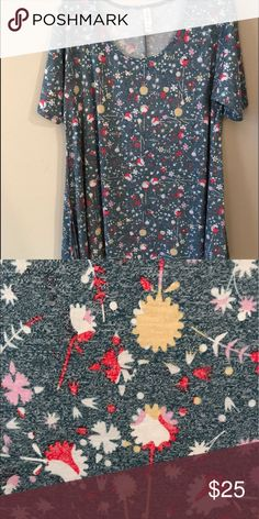 L Perfect T LulaRoe Like New Floral LulaRoe perfect T L! Only worn once! Didn't like the fit. Like new! Perfect condition. Smoke-free home LuLaRoe Tops Tees - Short Sleeve