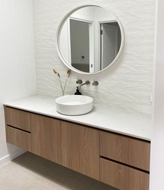 Cabinet Collective - Cabinet Collective - Evident in this bathroom by @cabinetcollective is the vision of a simple, uncluttered space achieved with a floating vanity, creating the illusion of space and lightness. #smartstone #Bathroom #renovation #Bathroomideas #Bathroomdesign #renovationideas #renovationBathroom