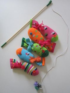 Sock Fish Game (magnets stuffed in near the mouth)... a great idea for old baby socks! Toddler Gifts, Gifts For Kids, Diy For Kids, Kids Socks, Baby Socks, Toddler Activities, Activities For Kids, Fishing Games For Kids, Kid Games