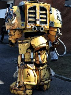 Ultra Impressive Warhammer 40K Imperial Fists Costume