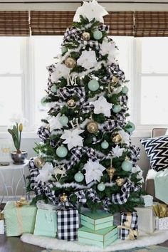 Buffalo Plaid Christmas Decor Ideas and Inspirations, Hurry up and check out Red & Black Plaid Christmas decor to the lovely Plaid christmas tree ideas! Best Christmas Tree Decorations, Beautiful Christmas Trees, Diy Christmas Tree, Green Christmas, Simple Christmas, Christmas Ribbon, Modern Christmas, Coastal Christmas, Christmas 2019
