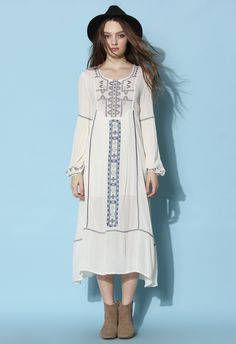 Go full-out tribal princess in this embroidered premium maxi, crafted from a soft cotton and linen blend and featuring a tribal pattern in the front! Style yourself in this chic maxi dress with a fab flower headband or one of our vintage hats to complete the look!  - Round neckline - Cutout to reverse with hook fastening - High waist - Elastic cuffs - 75% Cotton, 25% Linen - Hand wash  Size(cm) Length Bust Waist Shoulder Sleeves S    ...