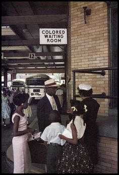 Rare images by Gordon Parks of the Jim Crow South in the - Pictures - CBS News Black White Photos, Black And White Photography, Crow Pictures, Driving Miss Daisy, Gordon Parks, American Photo, Magazine Images, Jim Crow, Rare Images