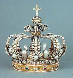 Queen of Bavaria's Crown 1806-7: pearls are the star attraction! gold gems royalty cross jewels