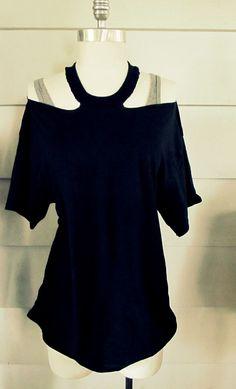 DIY No Sew Jewelled Halter: T-Shirt DIY diy fashion diy refashion diy clothes diy ideas diy crafts T-shirt Refashion, Diy Clothes Refashion, Diy Clothing, Sewing Clothes, Recycled Clothing, Diy Shirts No Sew, Umgestaltete Shirts, T Shirt Diy, Sew Tshirt