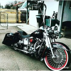 Old Classic Harley-Davidson Motorcycles Harley Bagger, Bagger Motorcycle, Harley Softail, Harley Bikes, Motorcycle Garage, Harley Wheels, Harley Davidson Road King, Harley Davidson Custom Bike, Harley Davidson Street Glide