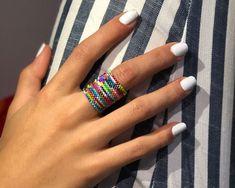 Anillo Miyuki Colores Beaded Jewelry Designs, Jewelry Patterns, Diy Jewelry, Handmade Jewelry, Loom Bracelet Patterns, Bead Loom Bracelets, Bracelet Crafts, Peyote Beading, Seed Beads