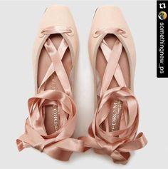 Zapato bailarina en piel rosa Pedro Miralles #shoes #shoeporn #trends #ss16 #shoes #pedromiralles #shoeaddict #madeinspain #ballerina
