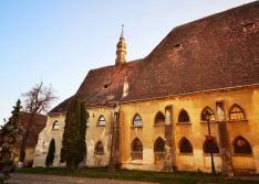 A segesvári kolostortemplom (Klosterkirche), a Polgármesteri Hivatal felől