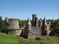 Découvrez le Château de la Haute Guerche! Admirez les vestiges de cet ancien château fort, dans un cadre des plus pittoresques! #chateau #loirelayon #jaimelanjou #loirepower