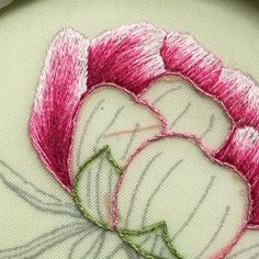 Hand Embroidery Patterns Flowers, Basic Embroidery Stitches, Hand Embroidery Videos, Embroidery Stitches Tutorial, Embroidery Flowers Pattern, Creative Embroidery, Hand Embroidery Designs, Crewel Embroidery, Learn Embroidery