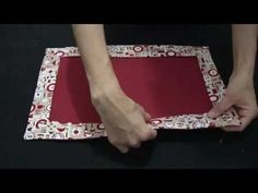 DIY: Passo a passo Jogo americano Hello Arteirinhas! Today's class is about the much feared Mitrado Canto! Christmas Towels, Christmas Placemats, Sewing Hacks, Sewing Projects, Diy Step By Step, Prayer Rug, Mitered Corners, Quilt Sizes, Patch Quilt