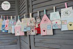 """♥ Liebevoll gestalteter Adventskalender """"Skandinavisches Dorf"""".  24 Häuschen mit Taschen auf der Rückseite für Süßkram, Gutscheine oder andere Kleinigkeiten. Angefertigt aus schönen Tilda Stoffen..."""