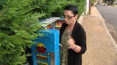 Deux auvergnatesont créé des mini-bibliothèques àBeaumont et Meilhaud, dans le Puy-de-Dôme. Le principe est simple : la personne qui ouvre la boîte et décide de garder le livre doit le remplacer par un autre de sa propre collection.