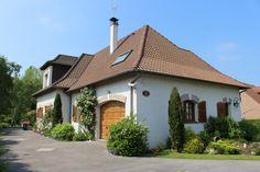Belle propriété dans un quartier calme, proche plage, en excellent état , d'une surface habitable de 300 m2 sur un terrain de 1821 m2 .