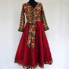 Robe cache coeur, Robe croisée en coton léger uni carmin et imprimé fleurs : Robe par akkacreation