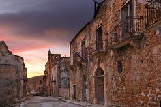 Abandoned village in Italy: Poggioreale on Sicily | picture by Bruno Zanzottera/Parallelozero