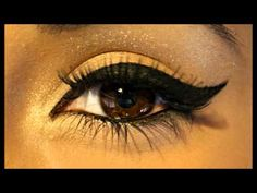 How to Create a Beautiful Winged Eyeliner Look