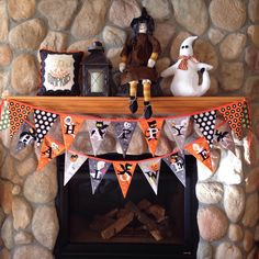 Halloween mantle decorated✔️