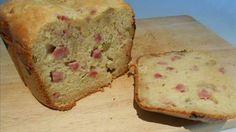 Votre machine à pain dort dans le placard ? Utilisez-la pour des recettes de gâteau ou de cake. La machine pétrit et cuit de façon automatique. Aujourd'hui, on vous propose la recette du cake jambon-olive, généralement servi à l'apéritif.