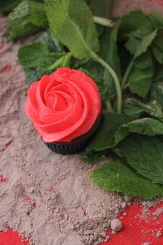 garland of rose cupcakes for this weekend's Kentucky Derby